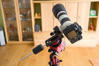 Kamera über L-Schiene an die StarAdventurer Reisemontierung von SkyWatcher montiert